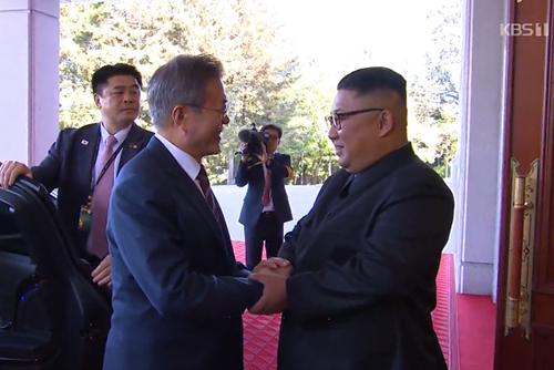 文大統領 「金委員長のソウル訪問は米朝首脳会談後に」