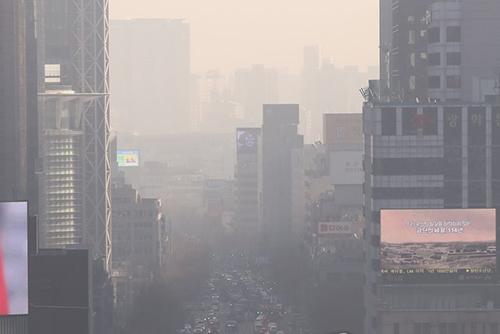 올해 최고농도 미세먼지, 수도권 '비상저감조치' 발령