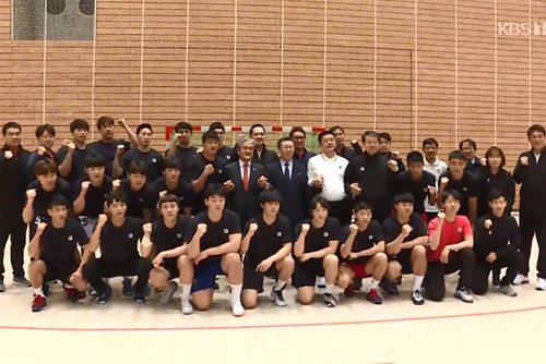 Đại sứ hai miền Nam-Bắc tại Đức khích lệ tinh thần đội tuyển bóng ném nam liên Triều