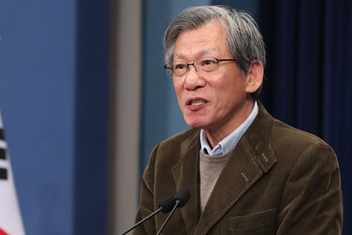 La présidence revient sur sa promesse de déménager ses bureaux à Gwanghwamun, l'opposition demande des excuses