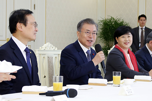 "Moon Pledges ""Cooperative Politics"" in 2019"