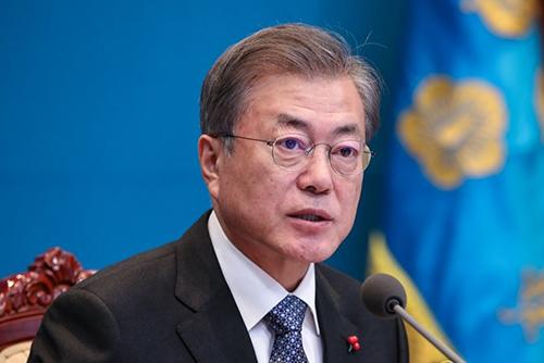 """문 대통령 """"사명감·책임감·도덕성 끝까지 지켜야""""…청와대 초심 강조"""