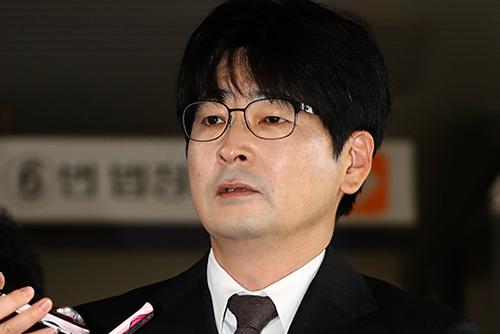 """청와대 """"탁현민 선임행정관 사표 제출…수리여부 미정"""""""