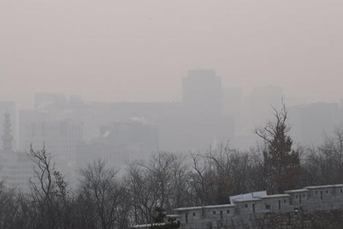 الغبار الناعم يغطى أنحاء مختلفة من كوريا الجنوبية