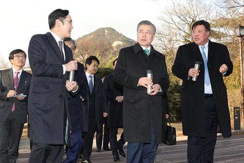 文大統領 大企業と中堅企業の経営者ら招いて懇談会