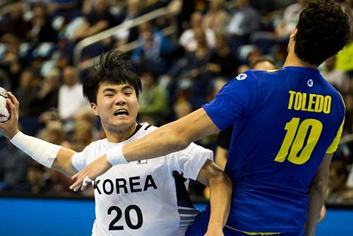 فريق كرة اليد الموحد بين الكوريتين يخسر أمام البرازيل