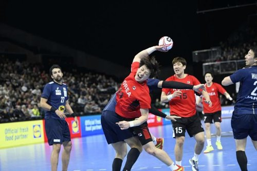 Unified Korean Handball Team Beats Japan to Secure First Win