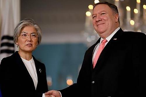 Kang Kyung-wha et Mike Pompeo réaffirment leur coopération dans le dossier nord-coréen et le partage des frais de défense