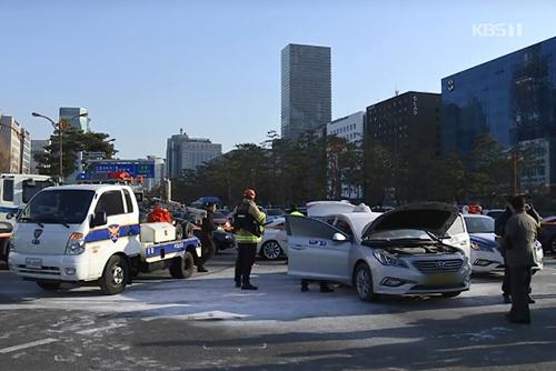 Otro taxista intenta inmolarse en protesta por el servicio de coche compartido
