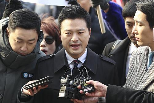 """김태우, 검찰 출석…""""비리 고발해서 조사 받게 돼"""""""