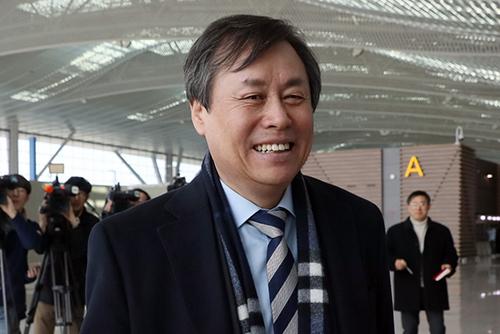 도종환 문체부 장관, 북한·IOC와 3자 회동 위해 스위스로 출국