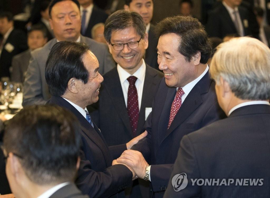 Thủ tướng Hàn Quốc trao đổi với nghị sĩ Nhật Bản về mâu thuẫn Hàn-Nhật