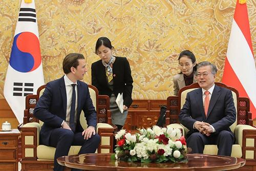 Präsident Moon trifft Österreichs Kanzler Kurz