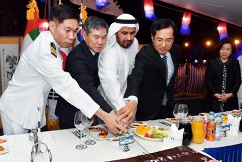 Le ministre de la Défense encourage les solats des unités Cheonghae et Akh