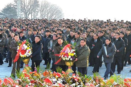 Nordkorea ermutigt zum Geburtstag von Kim Jong-il Einwohner zur Wirtschaftsentwicklung