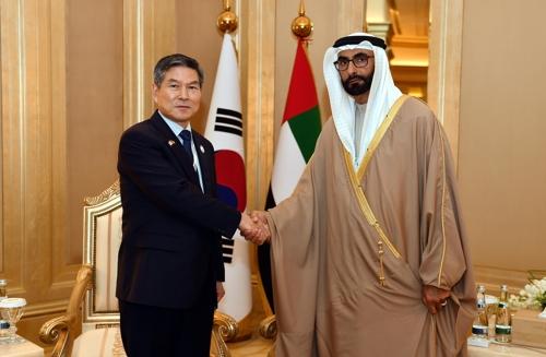 Министры обороны РК и ОАЭ обсудили вопросы сотрудничества