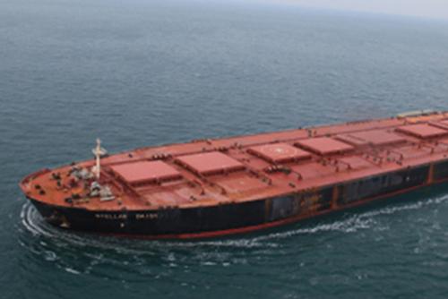 遭難した運搬船ステラデイジーの航海データ記録装置を回収