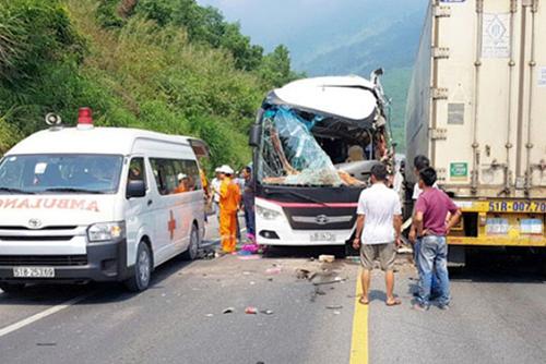 Xe chở khách du lịch Hàn Quốc gặp nạn tại Việt Nam