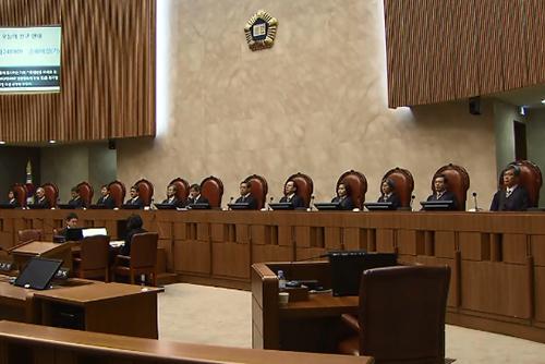 المحكمة العليا تصدر حكما بأن سن التقاعد للعمال اليدويين 65 عاما