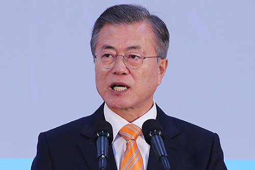 """文,첫 우즈베크 의회 연설…""""한반도 평화로 공동번영"""""""