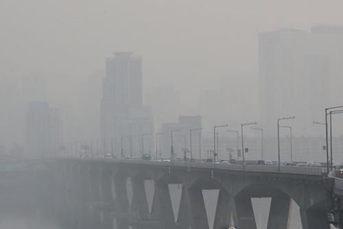 PM2.5 学校内の空気浄化装置の設置を義務化へ