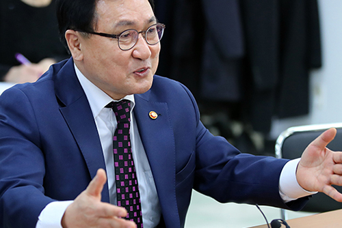 S. Korea's ICT Minister Celebrates Launch of World's First 5G Services