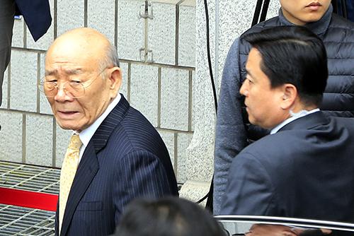 Экс-президент РК Чон Ду Хван предстал перед судом по обвинению в клевете