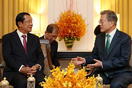 文大統領 15日、カンボジア首相と首脳会談