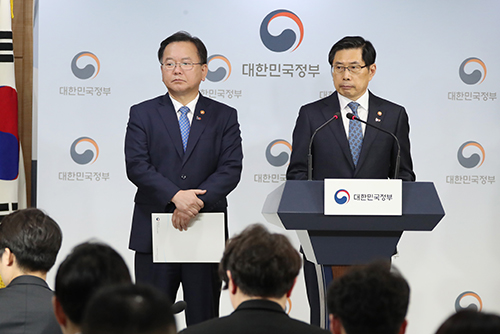 Ministers Vow Unsparing Probe into Burning Sun, Jang Ja-yeon Scandals