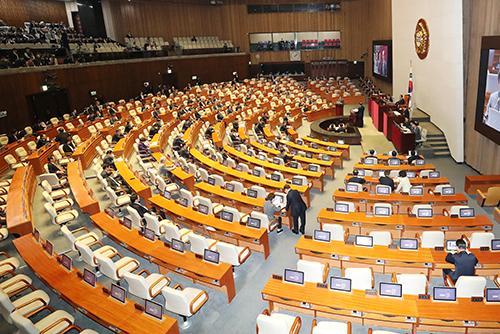 Parlament befragt Regierung zu Bereichen Bildung, Soziales und Kultur