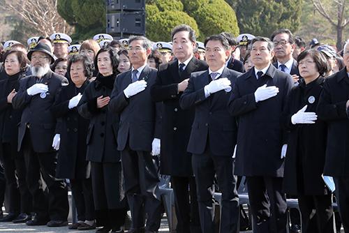 Le gouvernement rend hommage aux soldats tués en mer Jaune par des attaques nord-coréennes