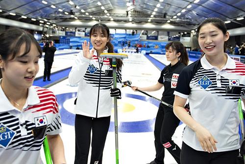 Hàn Quốc giành huy chương đồng đầu tiên tại Giải vô địch bi đá trên băng nữ thế giới