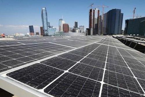 太陽光・風力発電設備急増 新エネルギー拡大をリード