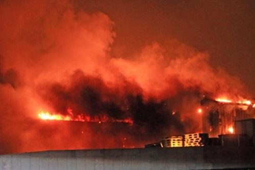 国防部 山火事の鎮火に軍用ヘリや消防車など支援