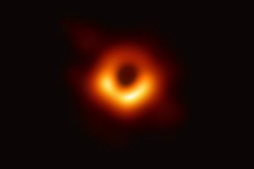 رصد  ثقب أسود في الفضاء لأول مرة في تاريخ العالم