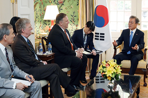 Moon Meets Top US Officials to Discuss N. Korea Issues