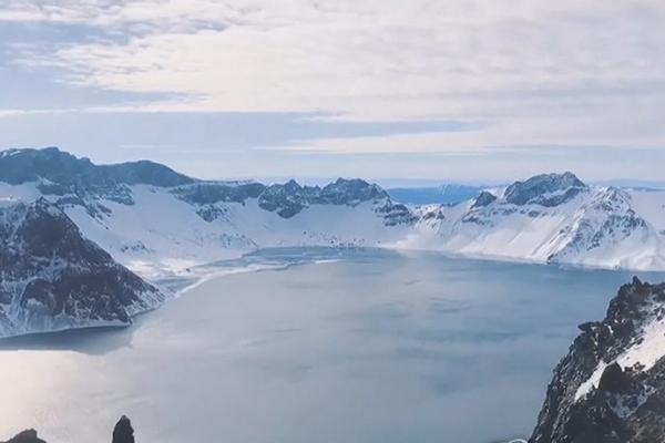 白頭山に噴火の兆候 韓国の研究機関が討論会開催