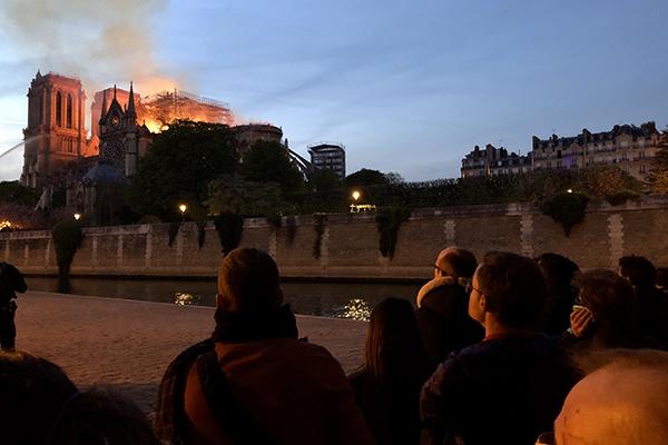 """정부 """"노트르담 화재 매우 안타까워…프랑스 국민에 위로"""""""