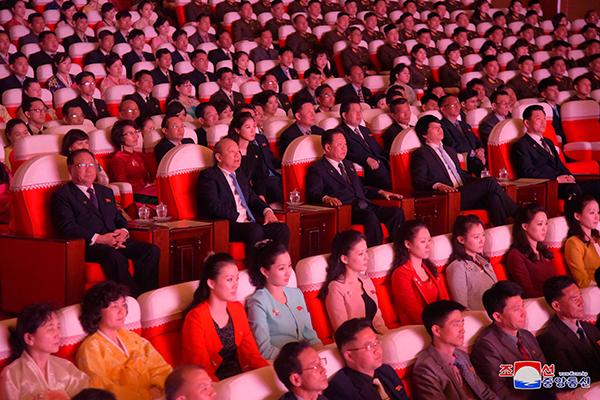 북한, 베트남 예술단 환대…북·베 밀착 가속