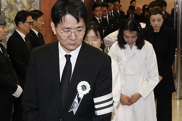 Funeral for Late Hanjin Group Chairman Held Before Burial
