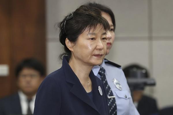 박근혜, '국정농단 사건' 구속기간 만료…16일 밤 기결수 전환