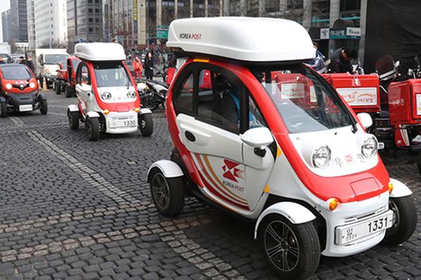 8月までに全国の郵便局で超小型の電気自動車導入