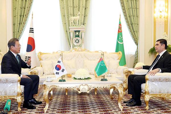 한·투르크메니스탄 정상회담…에너지 등 '신북방' 협력공감