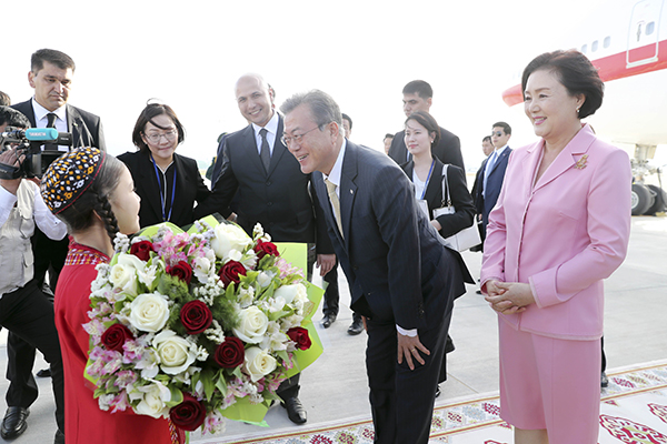 Moon Arrives in Turkmenistan for State Visit