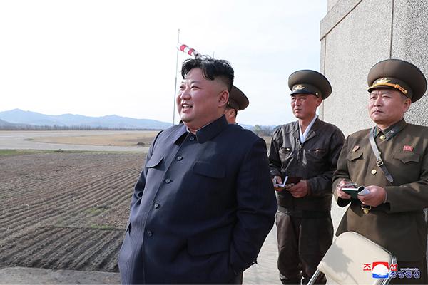 Chủ tịch Bắc Triều Tiên bớt ngờ thăm lực lượng không quân