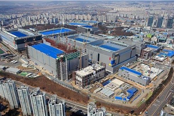 """삼성, EUV 기반 5나노 공정 개발 성공…""""파운드리도 초격차"""""""