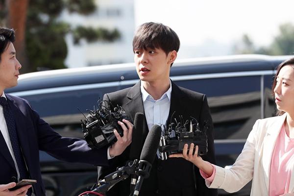 """박유천, 경찰 출석…""""있는 그대로 성실히 조사받겠다"""""""