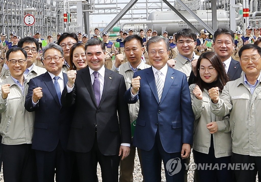 Moon Visits Turkmenistan's Largest Gas Chemical Plant Built by S. Korean Firms