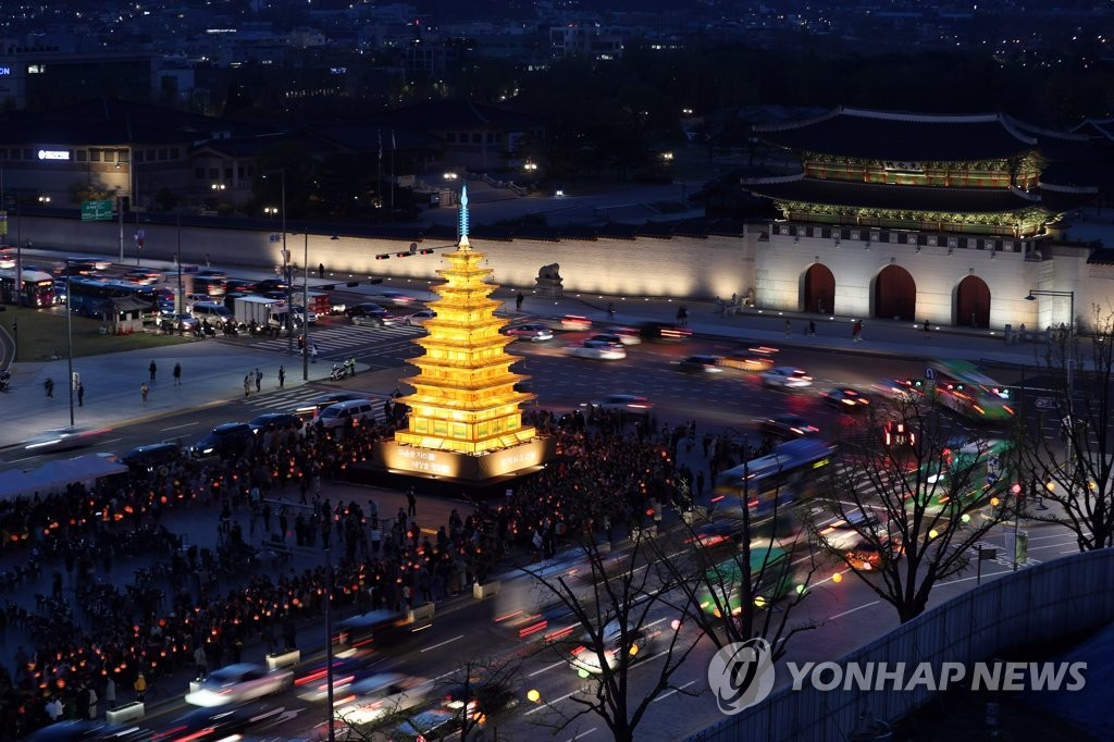 Giant Paper Lantern Lit in Seoul Ahead of Buddha's Birthday