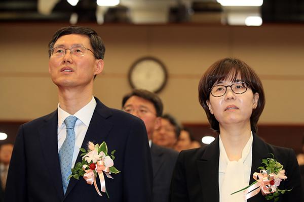 Moon Jae-in nomme deux nouveaux juges de la Cour constitutionnelle sans confirmation parlementaire